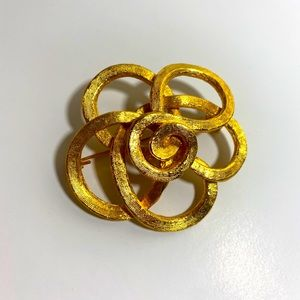 ❤️ 3/20 Retro Gold Flower Broach